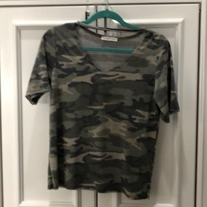 Honey Punch Camo shirt size small